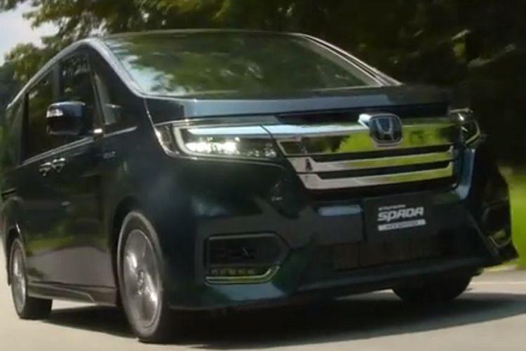 ステップワゴン新型、ガソリン車1.5とスパーダハイブリッドの年間維持費を比較!